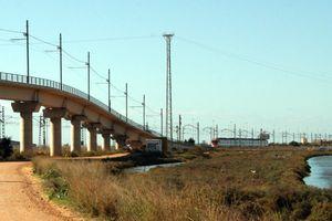 El tren tranvía de la Bahía de Cádiz dispone ya de los desvíos para la conexión con la línea ferroviaria