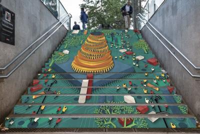 El arte contemporáneo vuelve a las escaleras del metro de Barcelona