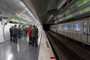 Metro de Barcelona probará puertas de andén de movimiento vertical