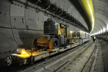 Concluye la excavacíón bajo la pista principal del aeropuerto de El Prat para el nuevo acceso ferroviario a la T1