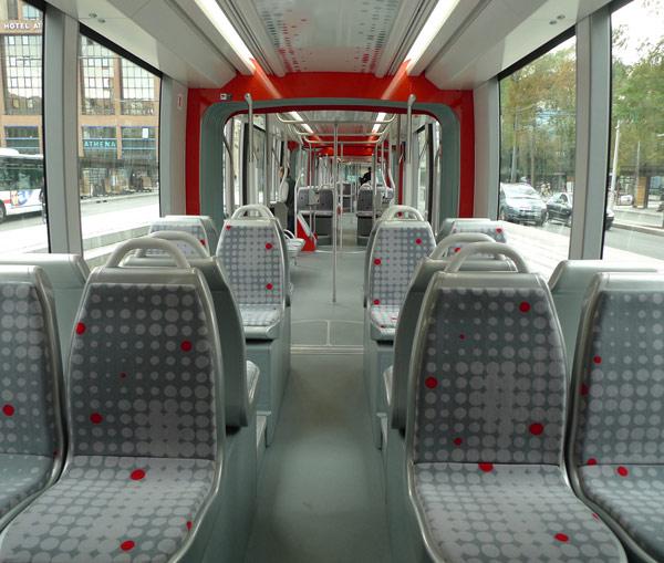 Interior del primer tranvía de gran capacidad para Lyon