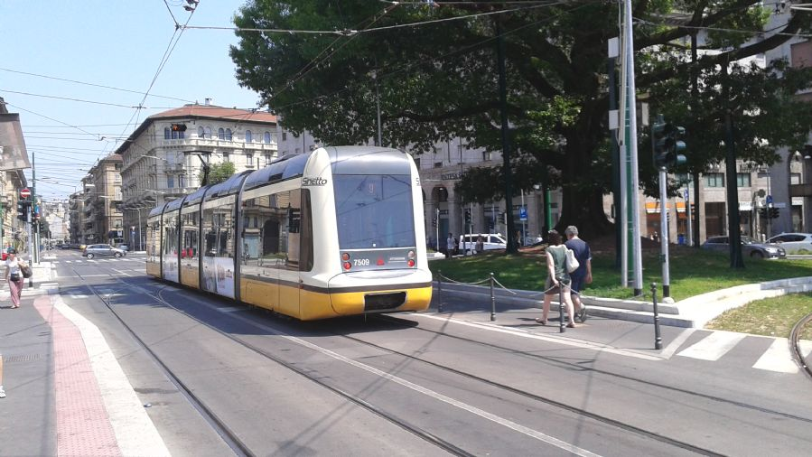 La red tranviaria está perfectamente integrada en la capital lombarda