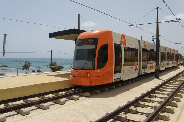 Línea L2 del TRAM. Transporte universitario